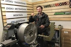 MMK riepu serviss disku remonts disku valce riepu balanss riepu montāža jaunas riepas jauni diski vasaras riepas auto riepas mašīnai (2)